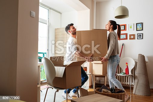 istock Moving house 626177900