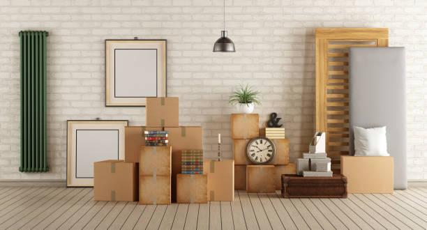 moving in neues haus - verwandlungskissen stock-fotos und bilder