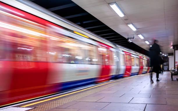 Moving train, motion blurred, London Underground - Immagine Moving train, motion blurred, London Underground - Immagine underground stock pictures, royalty-free photos & images