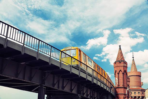 kreuzberg fashion week berlin - oberbaumbrücke stock-fotos und bilder