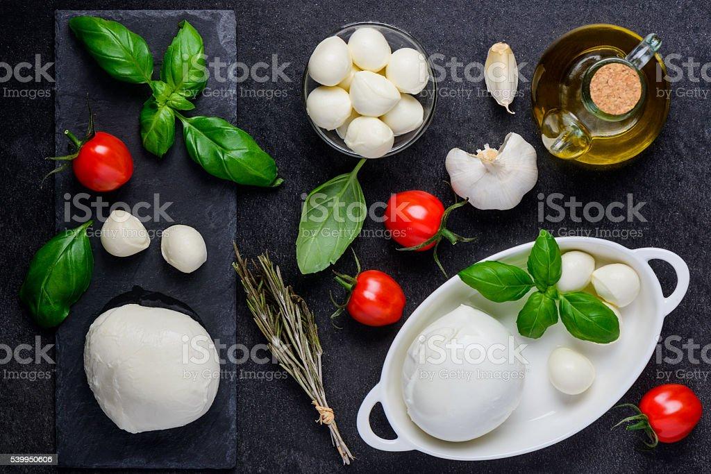 Queijo muçarela e ingredientes de culinária - foto de acervo