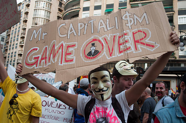 mr. el capitalismo partido - anonymous red activista fotografías e imágenes de stock