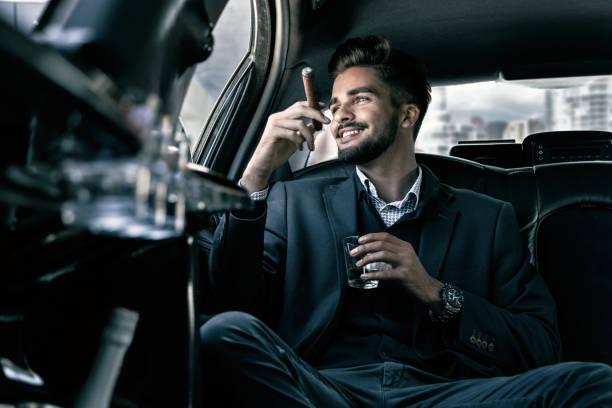 mr. goed leven - guy with cigar stockfoto's en -beelden