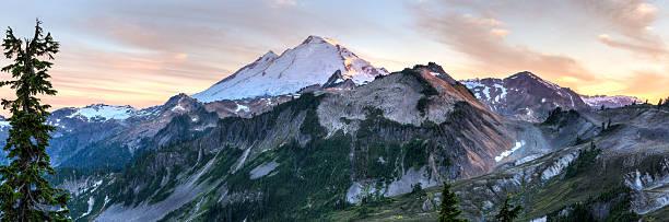mount baker zachód słońca panoramy - góry kaskadowe zdjęcia i obrazy z banku zdjęć