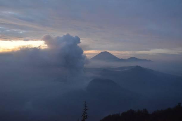 Gunung Bromo, na Indonésia - foto de acervo