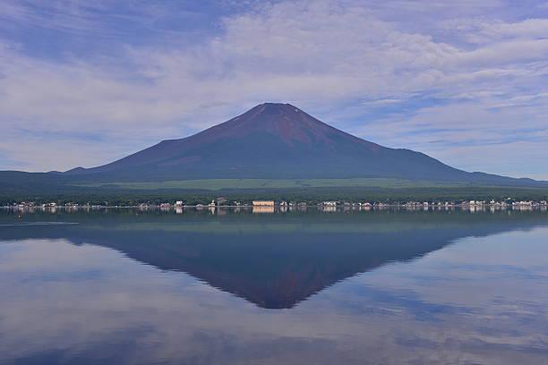 富士山や反射 - yamanaka lake ストックフォトと画像