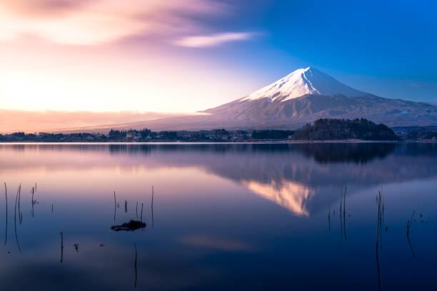 富士山と河口湖 - 富士山 ストックフォトと画像