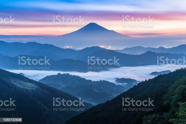 Mt fuji and sea of mist in surise seen from yoshiwara shizuoka picture id1053702506?b=1&k=6&m=1053702506&s=612x612&h=oslrpwskowaq tcbojeoohrdgpym6qtnkjdayvrcnok=