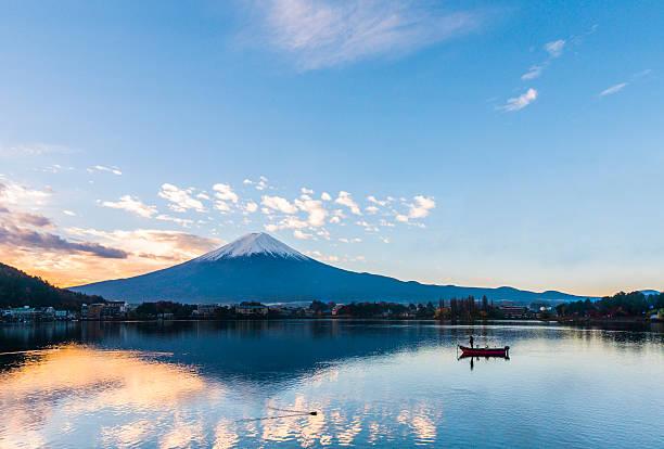 Mt. Fuji at Lake Kawaguchi - Japan Morning at Mt. Fuji and autumn foliage at Lake Kawaguchi- Yamanashi - Japan lake kawaguchi stock pictures, royalty-free photos & images