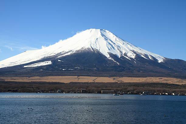 富士山から日本で山中湖 - yamanaka lake ストックフォトと画像