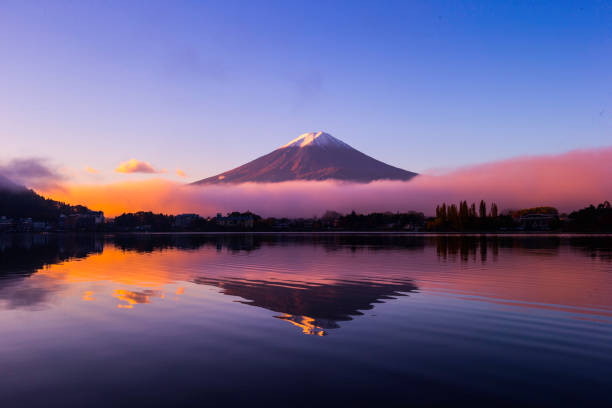 mt. fuji, japan - symmetrie stock-fotos und bilder