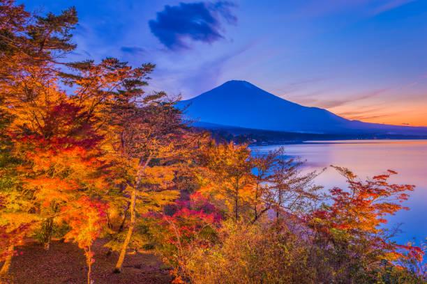 富士山、日本 - yamanaka lake ストックフォトと画像