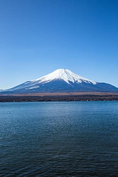 mt. fuji seen from lake yamanaka in japan - yamanaka lake ストックフォトと画像