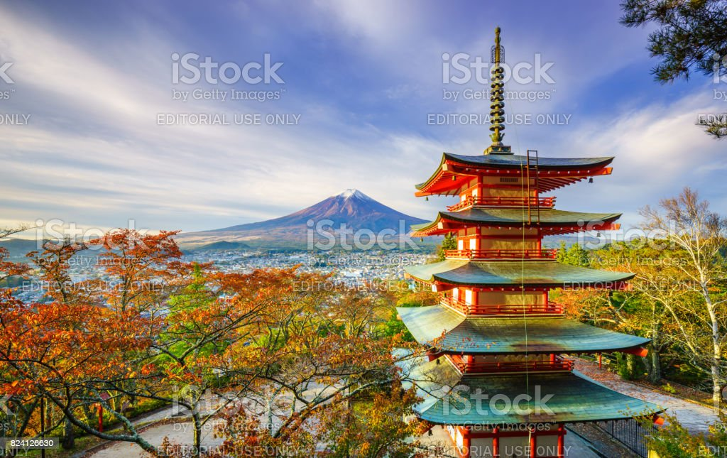 Mt. Fuji mit Chureito Pagode bei Sonnenaufgang, Fujiyoshida, Japan – Foto