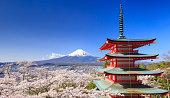 富士山を Chureito 塔、富士吉田市(日本)
