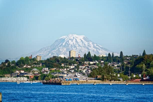 Mt Rainier Mt Rainier and Tacoma, Washington pierce county washington state stock pictures, royalty-free photos & images