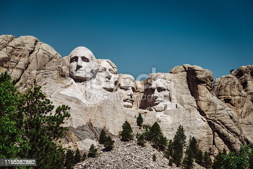 mt rushmore in south dakota