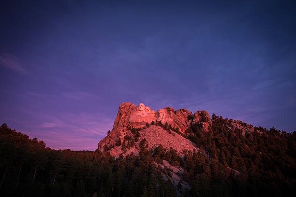Mt Rushmore Sunrise Sunrise at Mt Rushmore mount rushmore stock pictures, royalty-free photos & images