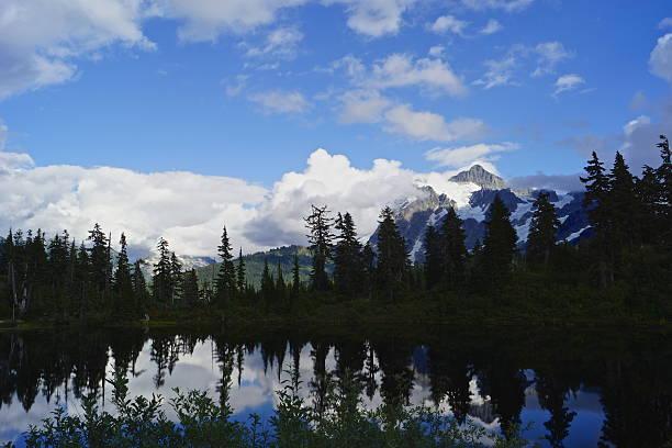 Monte Shuksan Lake - foto de acervo