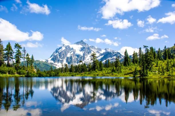 Mt. Shuksan reflected in Picture lake at North Cascades National Park, Washington, USA Mt. Shuksan reflected in Picture lake at North Cascades National Park, Washington, USA washington state stock pictures, royalty-free photos & images