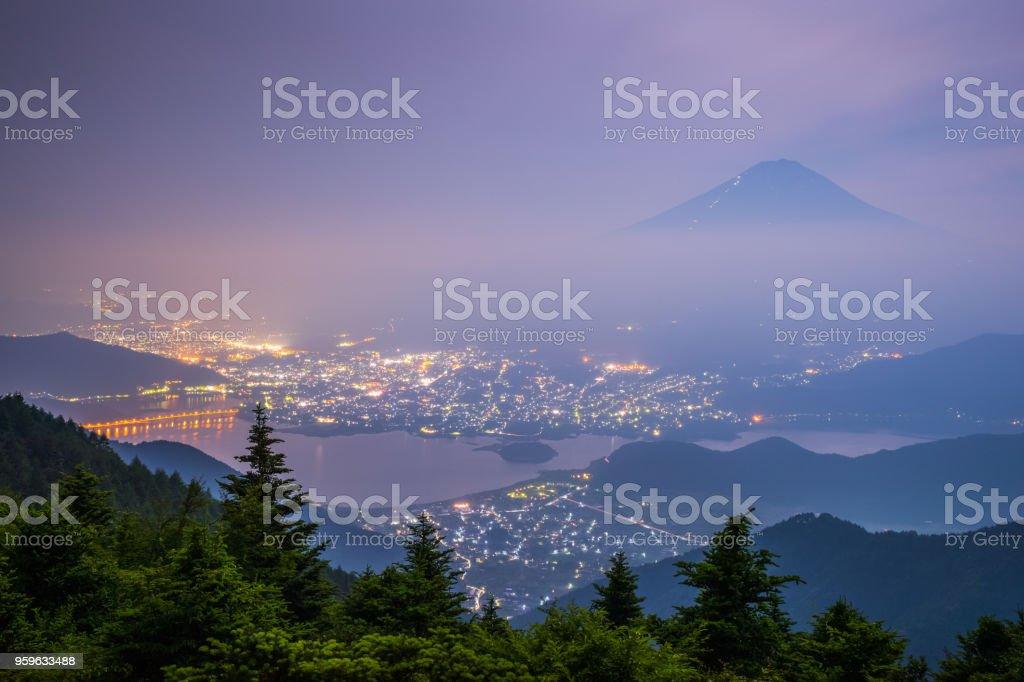 Monte Fuji y Kawaguchiko lago en la noche - Foto de stock de Aire libre libre de derechos