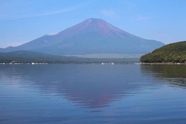 yamanaka mt.fuji と湖 - yamanaka lake ストックフォトと画像