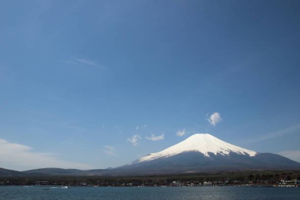 mt.fuji at lake yamanaka - yamanash - yamanaka lake ストックフォトと画像
