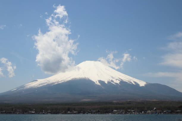 mt.fuji at lake yamanaka - yamanashi - yamanaka lake ストックフォトと画像