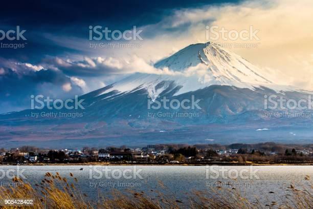 Mtfuji lake viewat dusk picture id905428402?b=1&k=6&m=905428402&s=612x612&h=g4ewksns du0oj1 km99wmqlakca 6cwnwjwx4r3iwc=