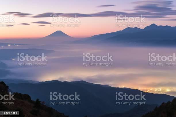 Гора Фудзи С Морем Тумана Летом — стоковые фотографии и другие картинки Азия