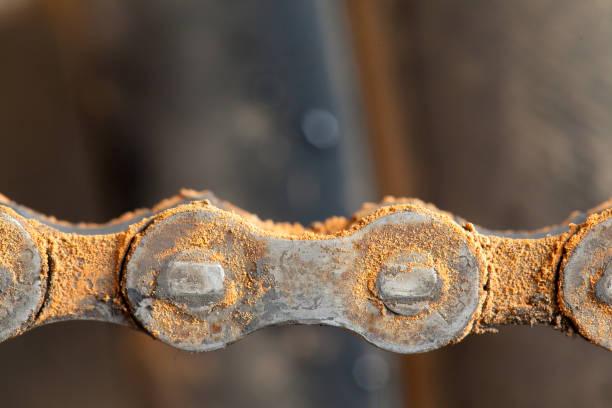 Datos de cadena de bicicleta montaña sucia de lodo - foto de stock