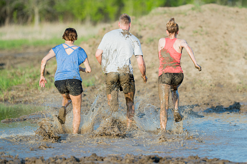 687723318 istock photo Mud Run 687722918