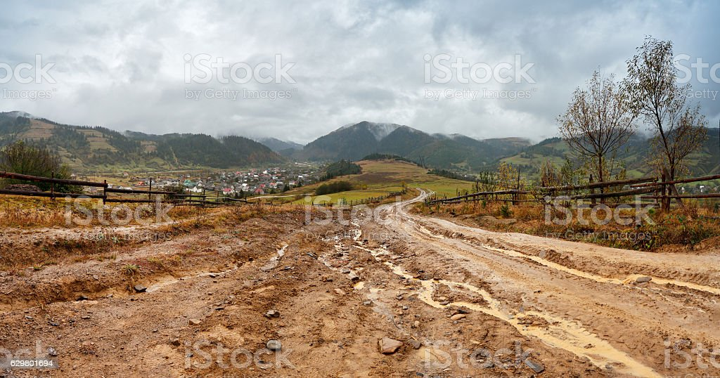 Muddy ground after rain in mountains. Extreme rural dirt road - foto de stock