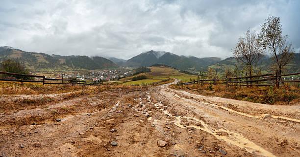 muddy ground after rain in mountains. extreme rural dirt road - estrada em terra batida - fotografias e filmes do acervo