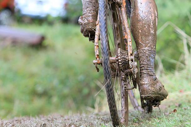 muddy bein - cyclocross stock-fotos und bilder
