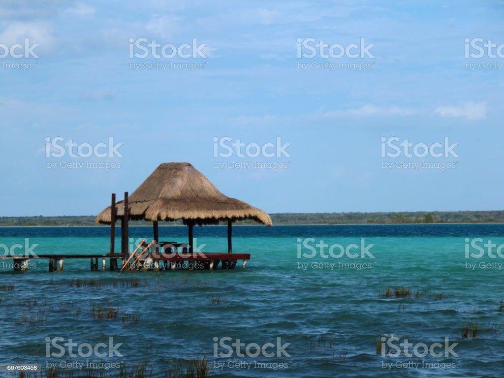 Muelle en la laguna stock photo