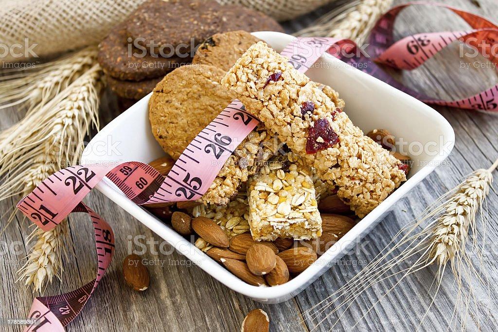Muesli bares y almendras, la dieta - Foto de stock de Alimento libre de derechos