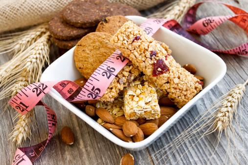 Muesli Bares Y Almendras La Dieta Foto de stock y más banco de imágenes de Alimento
