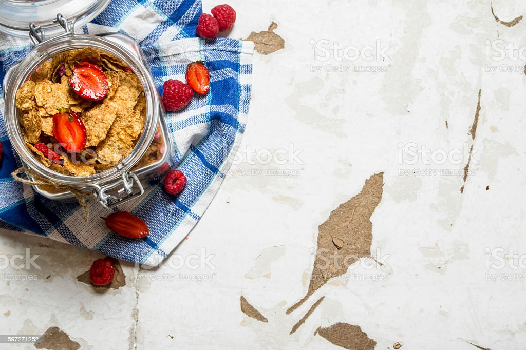 Muesli with berries in a jar on the fabric. Lizenzfreies stock-foto