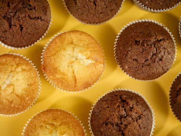 muffins - vanille muffins stock-fotos und bilder