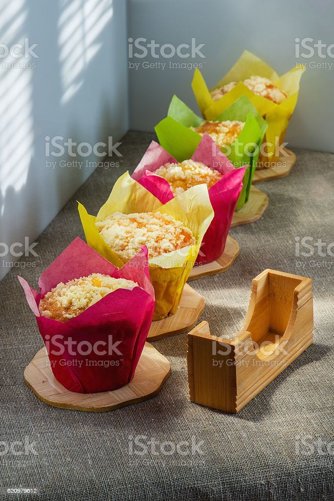 Muffins of different color on wooden supports  a cloth foto royalty-free