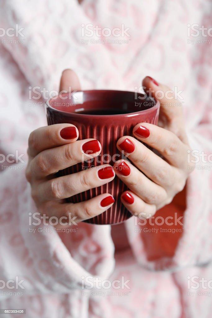 Mug in hands foto stock royalty-free