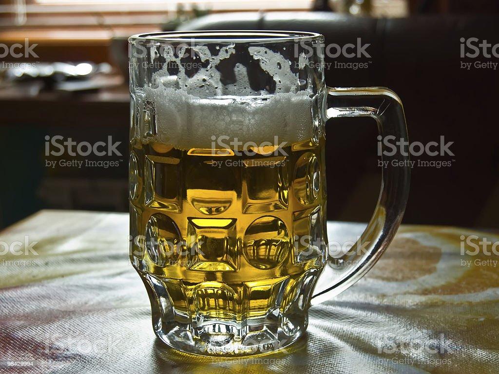 Boccale di birra fresca luce foto stock royalty-free