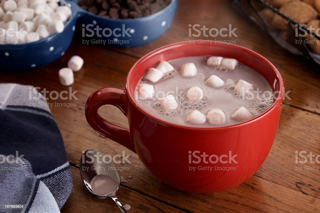Xícara de Chocolate quente e Marshmallows - foto de acervo