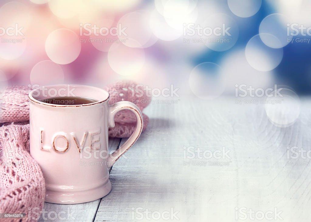 Mug  on wooden table valentine's day holiday background. - foto de acervo
