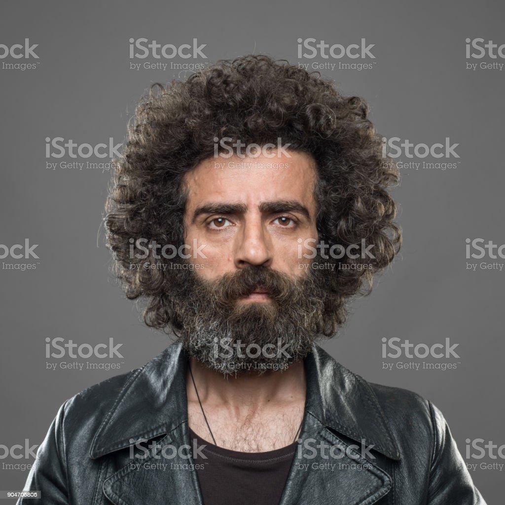 Fahndungsfoto des reifen Erwachsenen Mann auf grauem Hintergrund – Foto