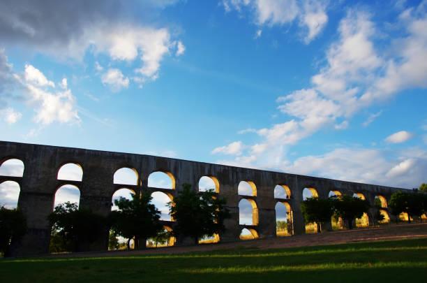 amoreira aqueduct , elvas. portugal - portalegre imagens e fotografias de stock