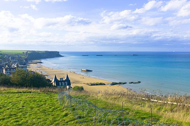 Mulberry Harbour in Arromanches, D-Day landings Arromanches is famous for its D-Day memorial and the remains of the artificial harbour used by the allied forces for the 6 June 1944 Normandy landings. normandy stock pictures, royalty-free photos & images