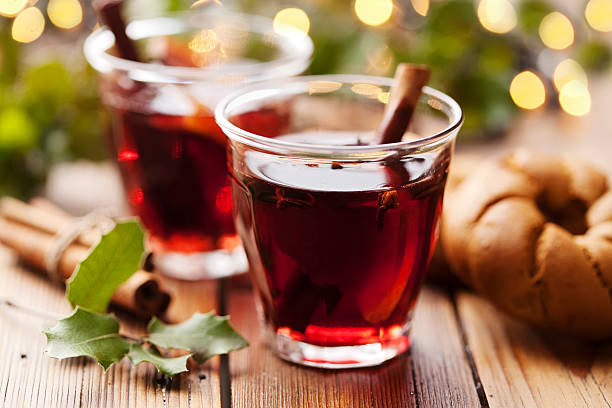 mulled wine christmas drink - mulled wine stock photos and pictures