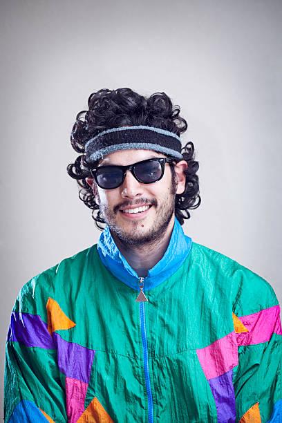 mann mit vokuhila 80er jahre 1990 mode-stil - 80er outfit stock-fotos und bilder
